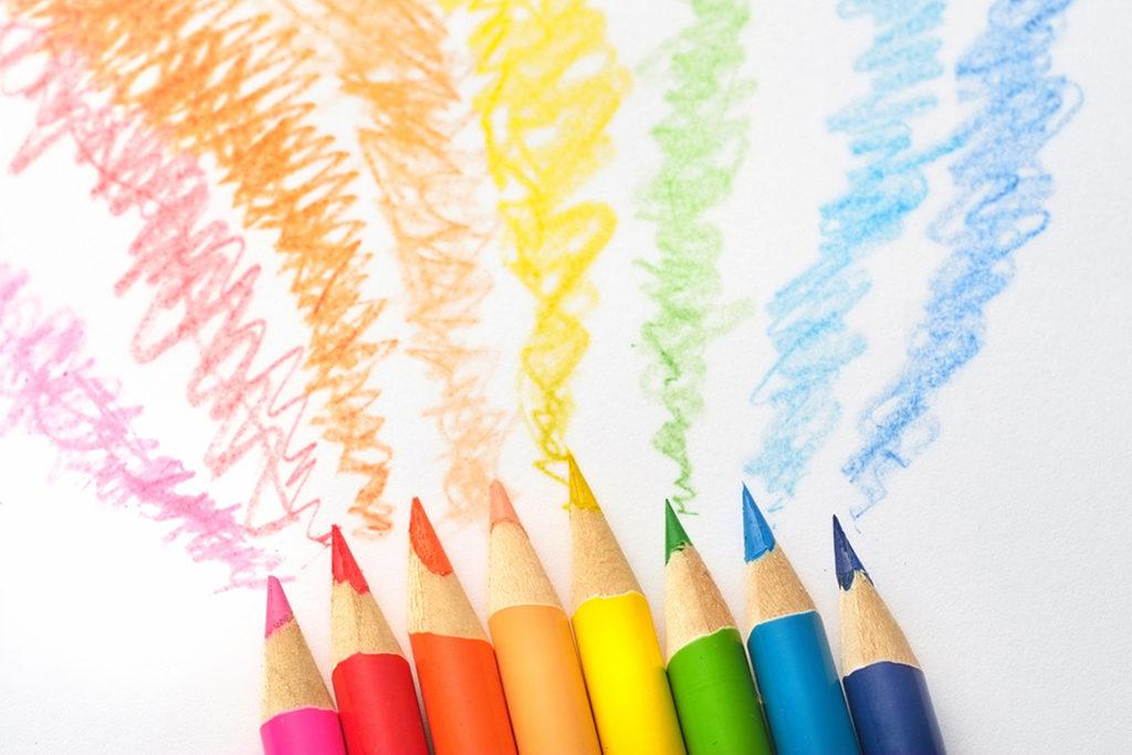 色鉛筆も鉛筆なのに、どうして消しゴムでは消えないの?